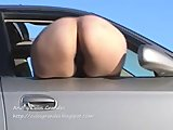 Bebita nalgona, exhibe su culo grande al sol!