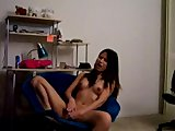 Geiles China Girls macht es sich mit Dildo