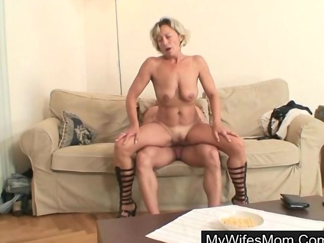 watch her mom seduces her hubby for sex
