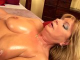 Sexy mature Rosalyn fingers herself - CzechSuperStars