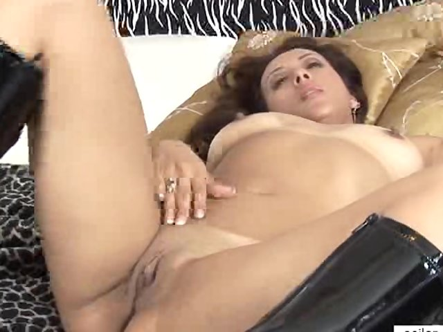 Porno Video of Milf Toys Her Swollen Clit