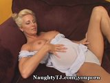 Smoking-Hot MILF Strokes Pussy