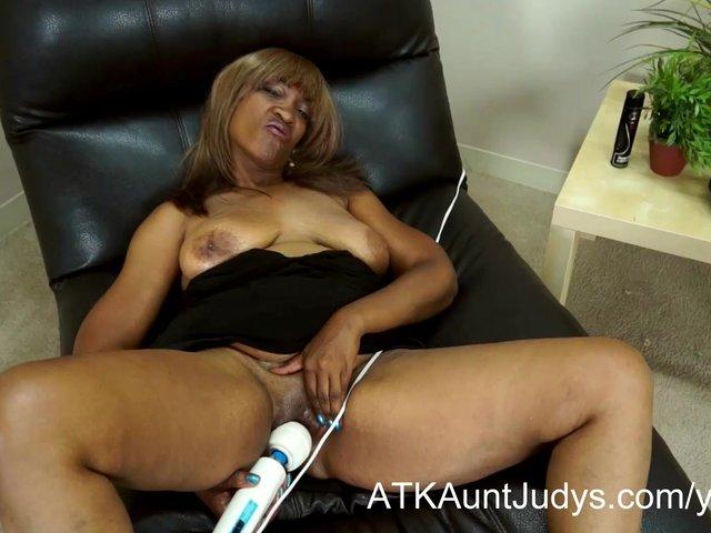 Older black women masturbating