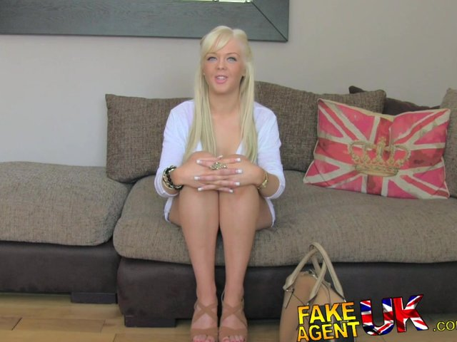 young teens sucking toes