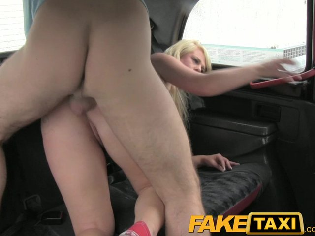 FUCKING LOVING taxi sex anal