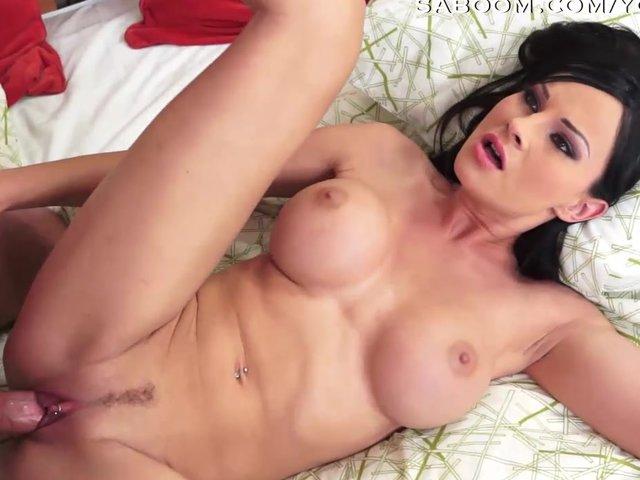 Sexy MILF steht auf Analsex