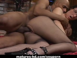 Porno video: Mature slut Katrina Isis enjoys hardcore pussy pounding