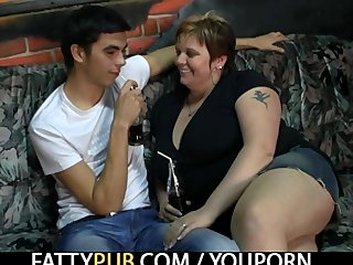 Bbw Chubby video: He bangs hot fat chick