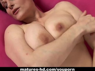 Short-haired milf gets a nice stuffing