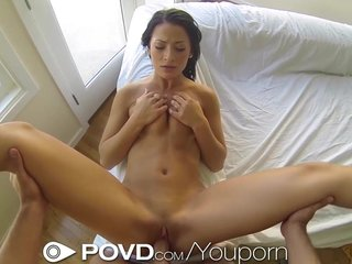 Pov Teen xxx: POVD Brunette babe gets more than popcorn in her mouthTITLE: click to edit