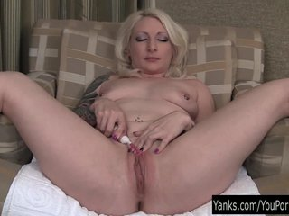 Porno video: Sweet Blonde Olivia Toying Her Pussy
