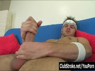 Blondes Gay xxx: Muscular Straight Guy Brad Masturbating
