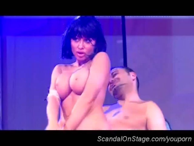 Live Stage xxx: busty fetish on public stage