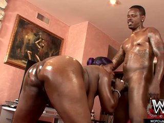 Porno video: WCP CLUB Phat ass Ebony Slut Butterfly Anal fucked by BBC