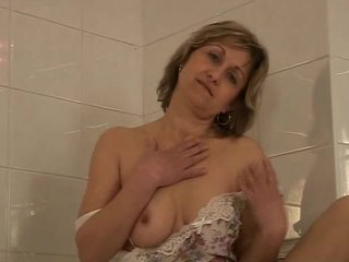 Hairy Sex Toys video: Mature woman bathtub dildoing