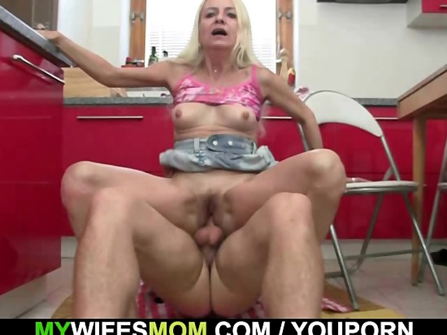 Mendy 40 years old anal fucked outdoor 5