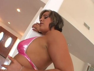 Blonde Gagging video: Big-ass Isabel ice can sure take it in the ass