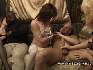 Amateur Interracial Shemale video: Three shemales fucking with two guys