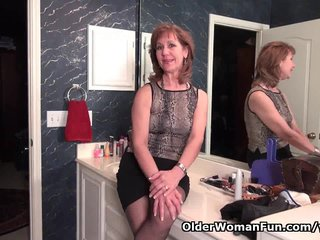 Milf Mature Pantyhose video: Pantyhose get me in a constant state of arousal