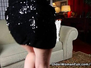 Porno video: Mom's new pantyhose got her all worked up
